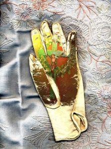 Karelia glove box